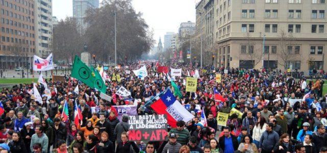 Chile – ANAÍ FREIRE BARRIENTOS Y GABRIEL BORIC / AFP: nuevas orientaciones para un sistema socialmente quebrado