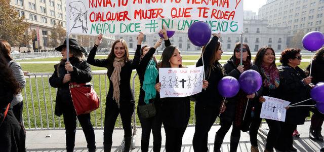 NI UNA MENOS : 200 mil manifestantes en Santiago contra la violencia a la mujer