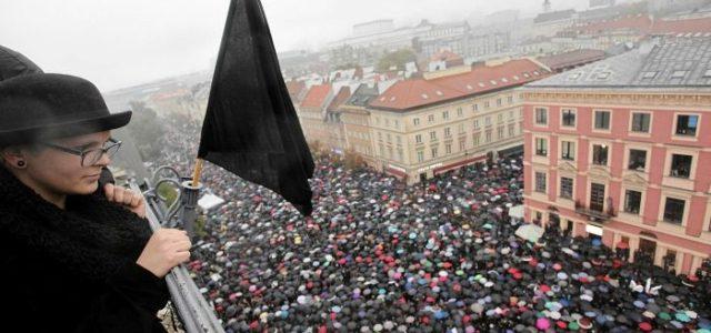 Polonia: Masiva protesta contra prohibición total del aborto