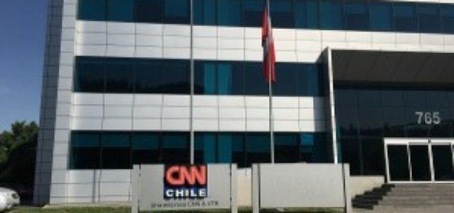 Colegio de Periodistas rechaza despidos de trabajadores de CNN y CHV
