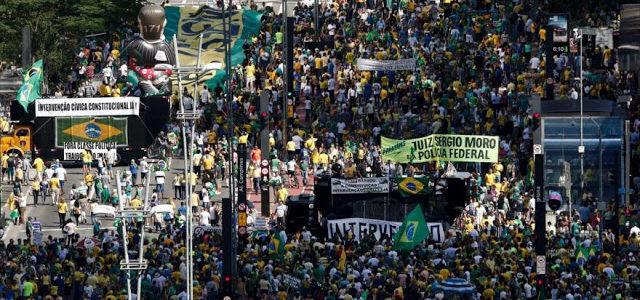 Brasil/Río de Janeiro –Policía Militar usó los balcones de la Iglesia San José como trinchera para disparar balas de goma a trabajadores