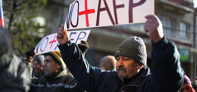 Chile – Caída de rentabilidad del Fondo E en el debate: Economistas enjuician inversiones de las AFP