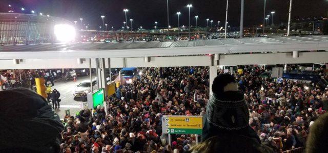 Estados Unidos: Protesta en Aeropuerto ayuda a bloquear  prohibición para viajar de Trump