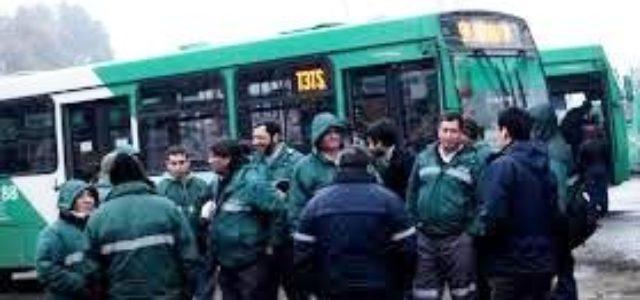 Chile. Los choferes del transporte colectivo conocen la ruta: La huelga comenzó