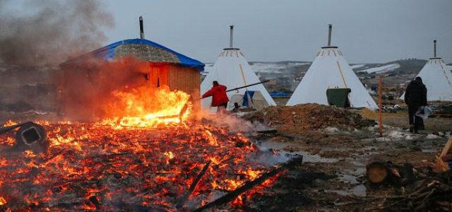 EEUU – Desmantelan campamento de Dakota Access para recomenzar tareas en el oleoducto