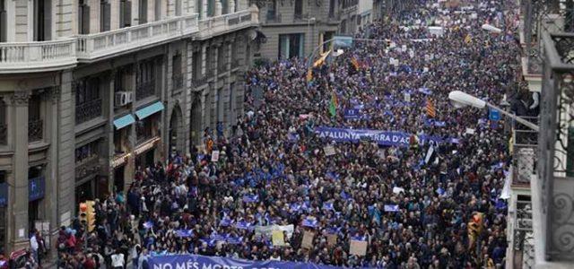 España / Catalunya – Medio millón de personas inundan Barcelona a favor de los refugiados