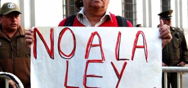 Chile – [VIDEO] Cosme Caracciolo: «Llamo a desobedecer la Ley de Pesca porque está corrupta desde sus bases»