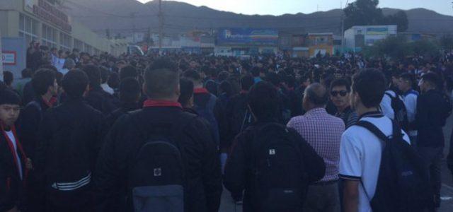 Chile – Comunidad del Liceo Industrial de Antofagasta pide solución por gases tóxicos y autoridades responden con represión policial