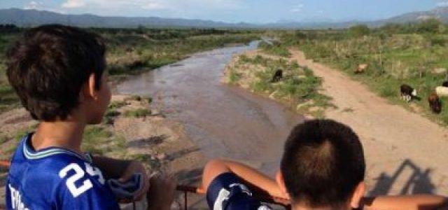 México –  Pobladores siguen consumiendo agua con plomo y arsénico, revela estudio