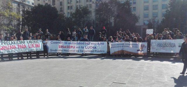 Chile – Trabajadores a honorarios se manifiestan contra condiciones de traspaso a contrata