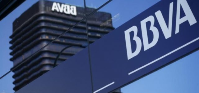 El grupo español BBVA venderá sus inversiones en Chile