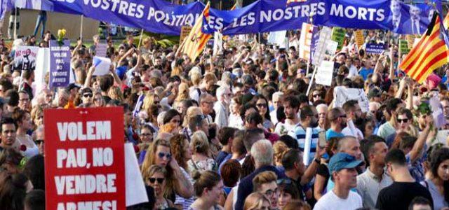 Estado Español – La multitudinaria manifestación en Barcelona recibe con pitos y abucheos a Rajoy y a Felipe VI