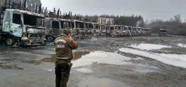 Chile – Gobierno califica como atentado la quema de 29 camiones en San José de la Mariquina