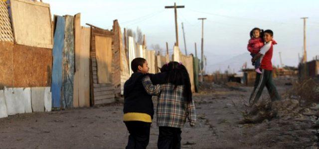 Fundación SOL: pobreza en Chile duplica las cifras oficiales
