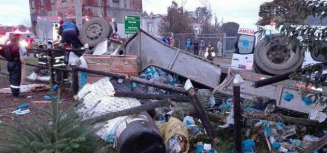 Chile – Dos muertos y cinco intoxicados dejo transporte ilegal de químico tóxico para industria salmonera
