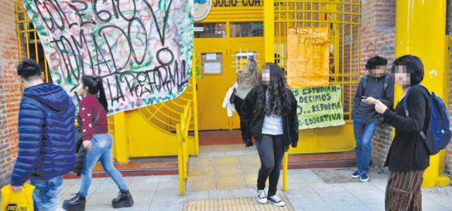 Argentina – Más de 30 escuelas secundarias siguen tomadas