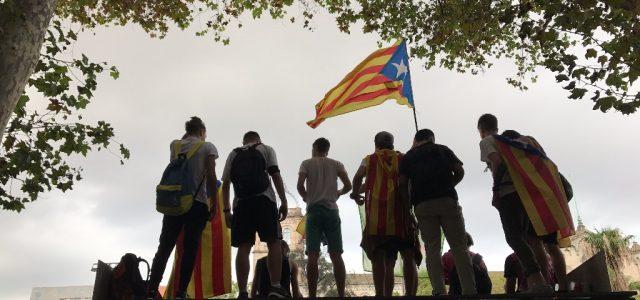 Miles de estudiantes advierten en Cataluña que votarán este domingo