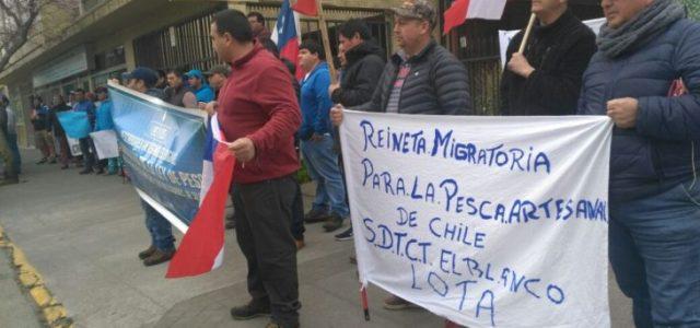 Chile – Pescadores artesanales de Lebu protestan en Concepción exigiendo declarar a la reineta como altamente migratoria