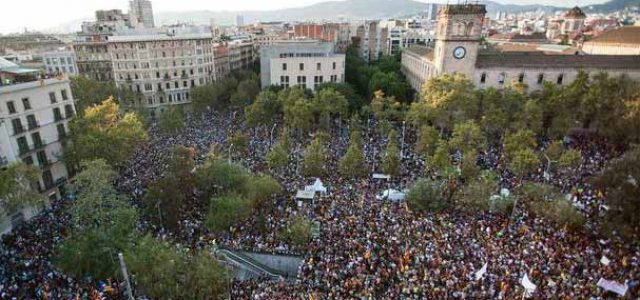 ¡Un pueblo en pie! Huelga general histórica en Catalunya