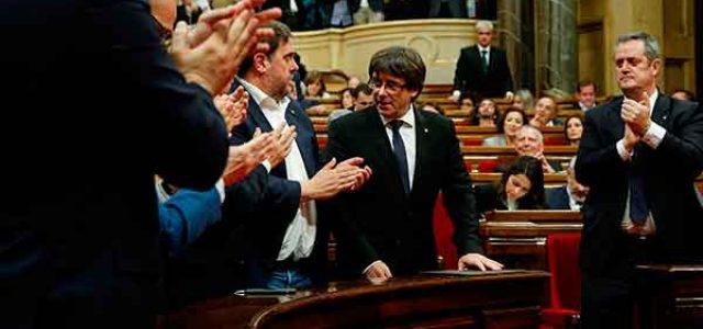 Catalunya: Puigdemont retrocede pero la reacción continúa su ofensiva