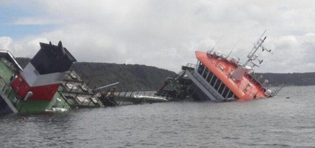 Buque salmonero se hunde con 70 mil litros de petróleo y 200 Toneladas de peces vivos en Chiloé