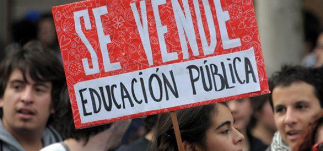 """Libro – """"Historia crítica de la educación pública en Chile""""."""