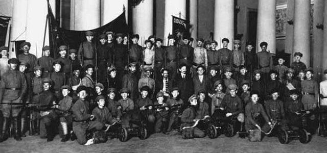 A cien años de la Revolución Rusa. El Ejército Rojo • La defensa armada de la revolución (I)