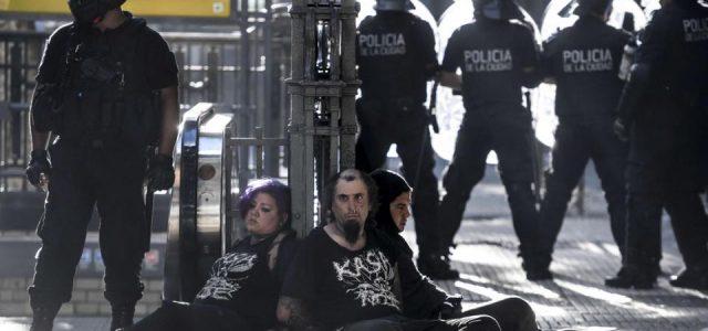 Argentina –  Tras la represión de ayer, 45 personas continúan detenidas