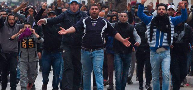 Túnez – Estallido de protestas contra las medidas económicas del gobierno.