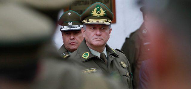 Chile – Carabineros y Ejército pagan auto, chofer, bencina y tag vitalicio a ex altos mandos por decreto reservado