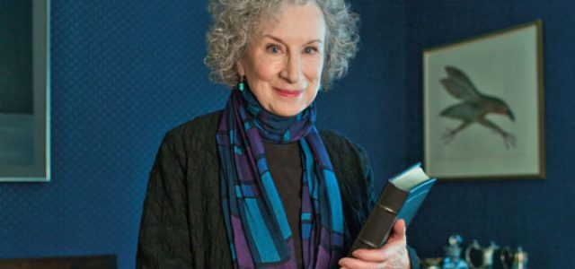 """Margaret Atwood: """"¿Por qué nos están saliendo colmillos?"""""""