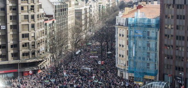 Estado Español – Miles de pensionistas colapsan el centro de Bilbo para reclamar unas pensiones públicas dignas