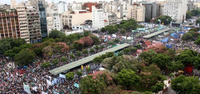 Argentina –  Una multitud contra el ajuste