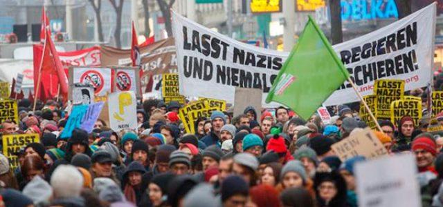 Austria – Decenas de miles se manifiestan en Viena contra el racismo y la austeridad