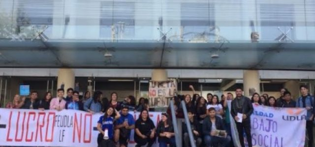 Chile – Estudiantes de la UDLA se paran por primera vez contra Laureate y Armanet