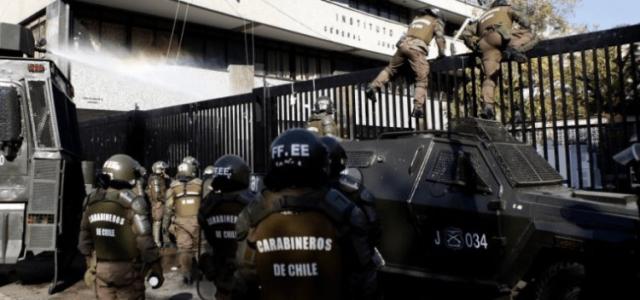 Chile – Brutal ingreso y represión de Carabineros contra estudiantes del Instituto Nacional