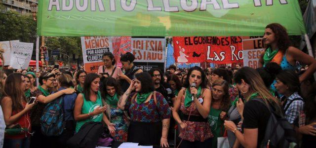 Argentina –Cronología del día que el aborto legal obtuvo media sanción