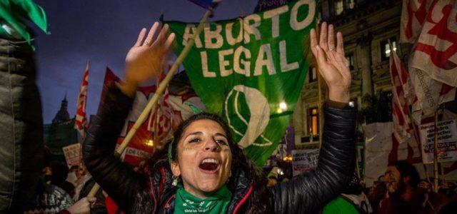 Argentina aprueba el aborto universal, legal y gratuito