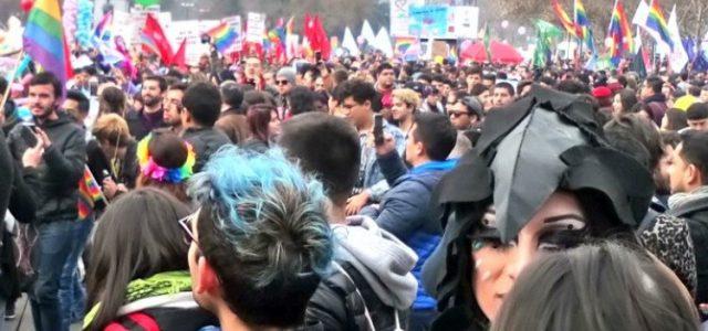 Chile – Marcha por el Orgullo Gay reúne a miles de personas en Santiago