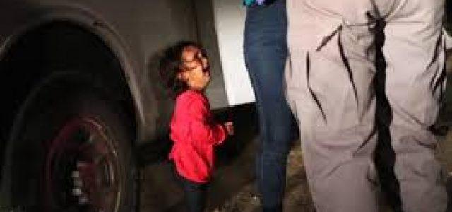 EEUU devuelve bebé inmigrante lleno de piojos sin bañarlo hace 85 días