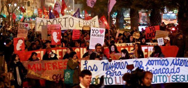 Chile – Santiago: Desconocidos apuñalan a mujeres manifestante de la marcha feminista