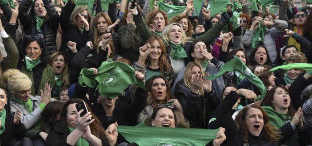 La votación en Argentina por el aborto legal y su impacto en América Latina
