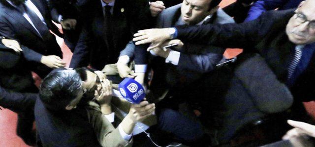 *Gorilas* evangélicos agredieron a periodistas en Tedeum