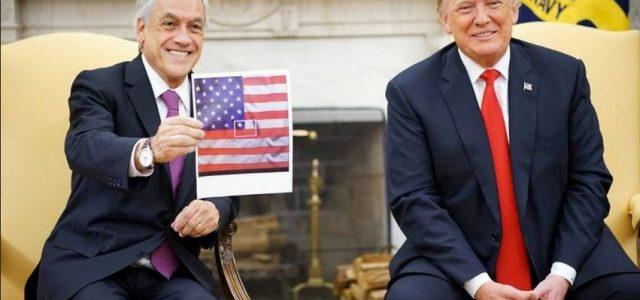 Indignación causa Piñera faltando al respeto a la bandera chilena y su actitud de subordinación a Trump.