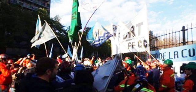 Se complica situación en Argentina: Trabajadores acampan en Congreso contra presupuesto de Macri