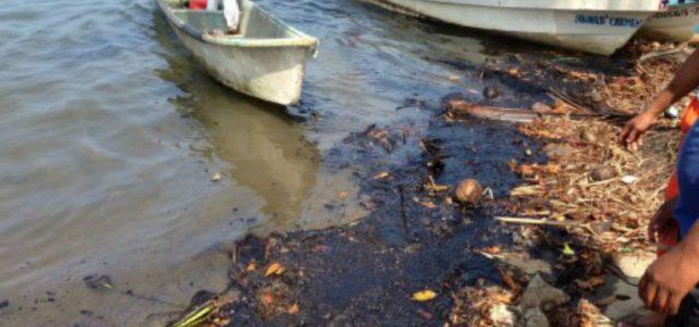México – Pescadores demandan que Pemex pague por contaminación en la costa tabasqueña