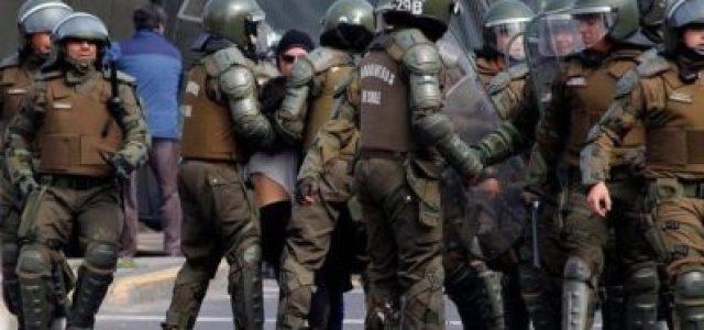 Chile – Aula segura, pacos matones: Docentes del Liceo Darío Salas culpan a Carabineros de violencia [+Video].
