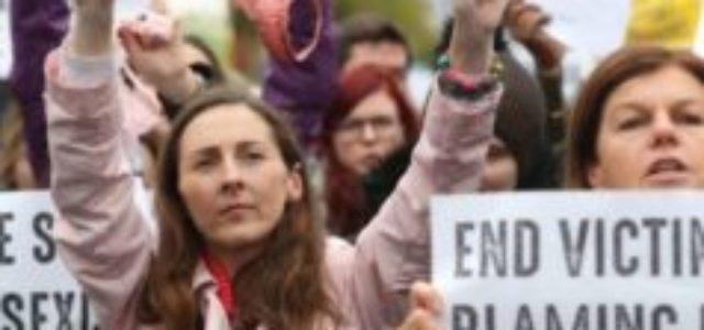 Irlanda – Llevar una tanga no es consentir