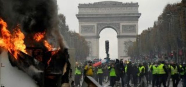 Los procesos políticos de EE.UU., Inglaterra, Francia e Italia, síntomas de la crisis mundial