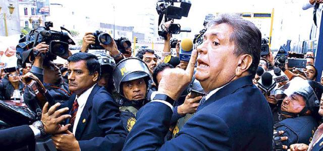 Uruguay niega asilo a Alan García, tendrá que abandonar sede diplomática